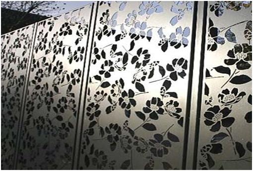 Забор с изысканной художественной резкой по металлу