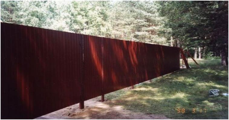 Забор сделанный из профнастила