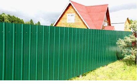 Забор крашенный