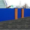 Крашенный забор металлический