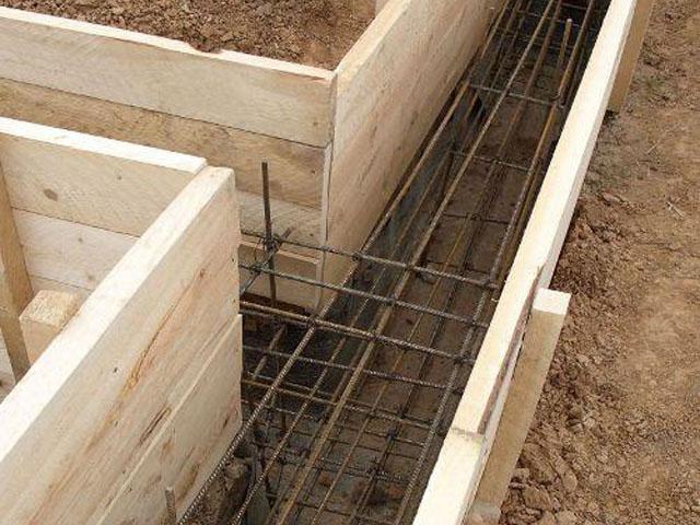 Деревянная опалубка под фундамент