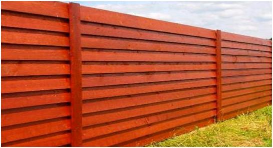 Деревянный забор в виде лесенки