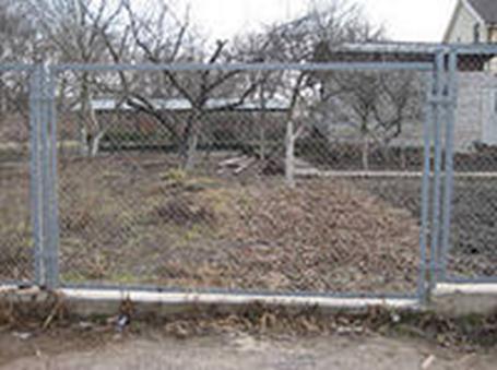 Конструкция ограды из рабицы