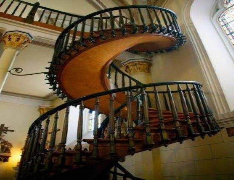 Прочная винтовая лестница
