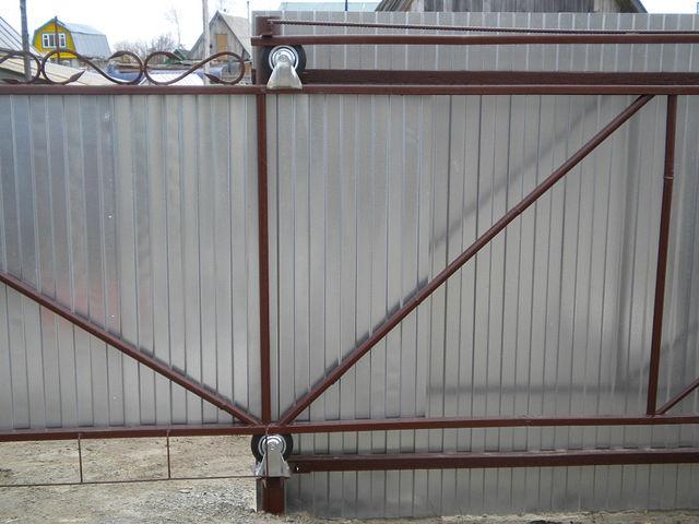 Раздвижные ворота для дачи своими руками