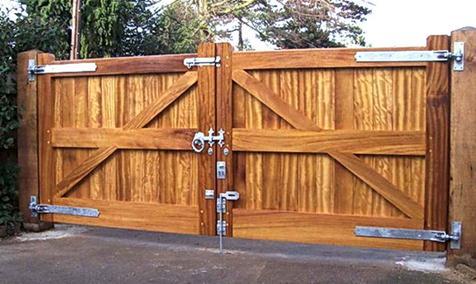 Надежные деревянные ворота