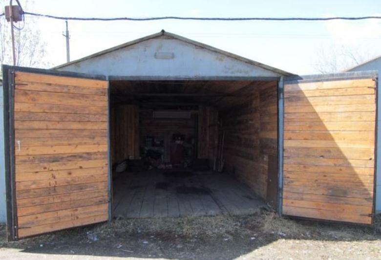 Распашные ворота из древесины
