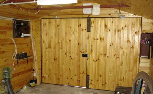 Деревянный портал изнутри гаража