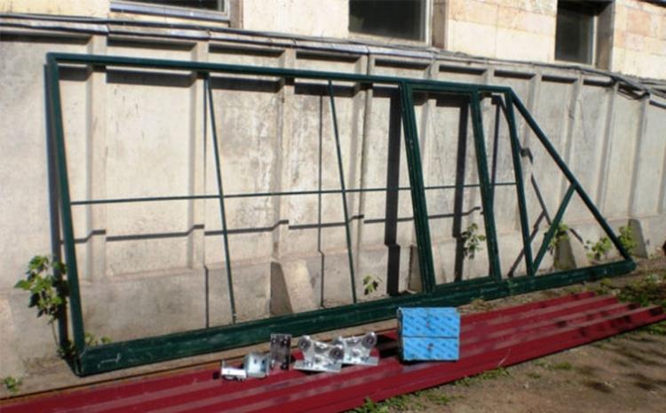 Основа сдвижных ворот с калиткой