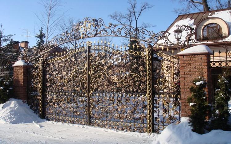 Интересный орнамент кованых ворот
