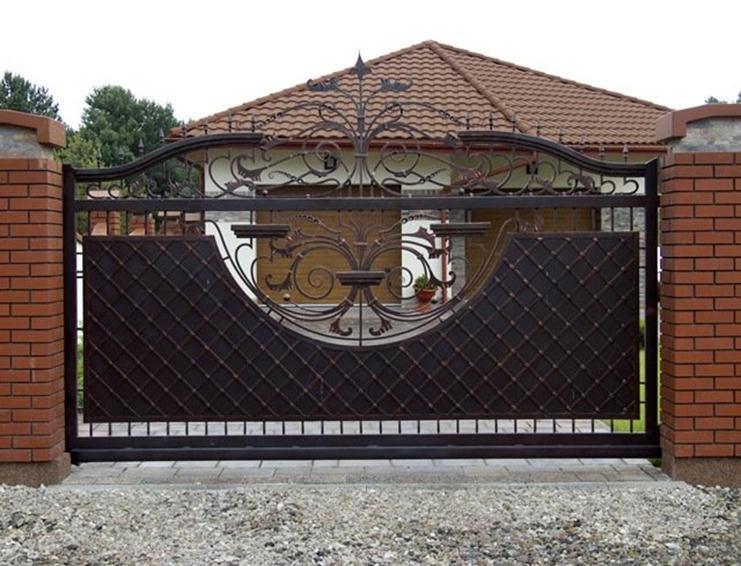 Раздвижной портал из кованого металла