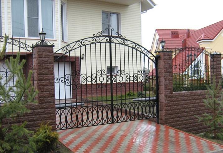 Распашной портал с орнаментом