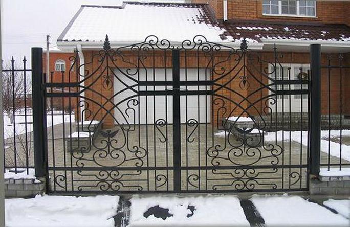Ворота на приусадебном участке