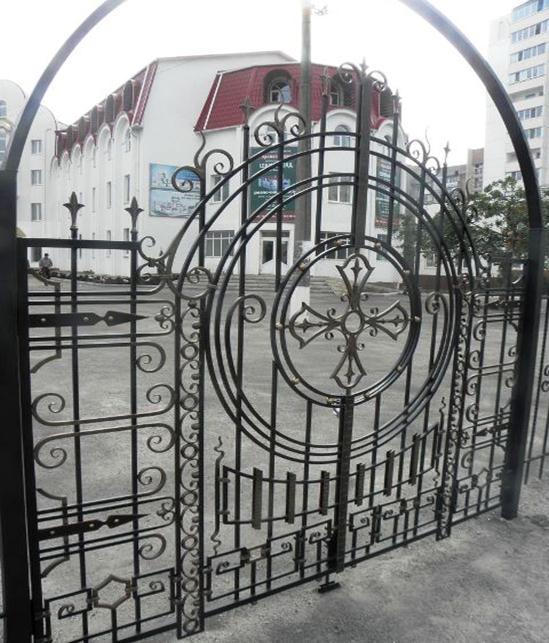 Кованый распашной портал