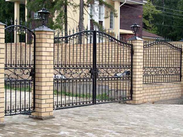 Распашные ворота и калитка из металла