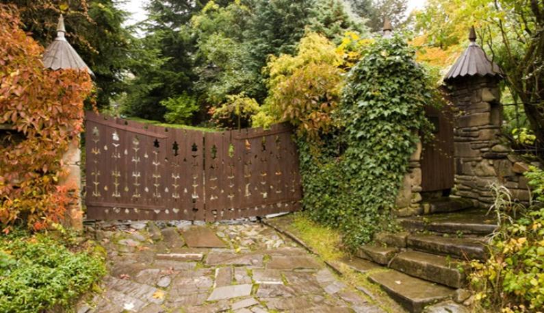Ажурные деревянные ворота