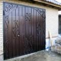 Декор гаражных ворот коваными деталями