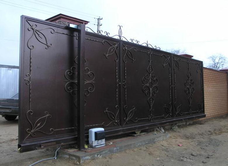 Сдвижной кованый портал