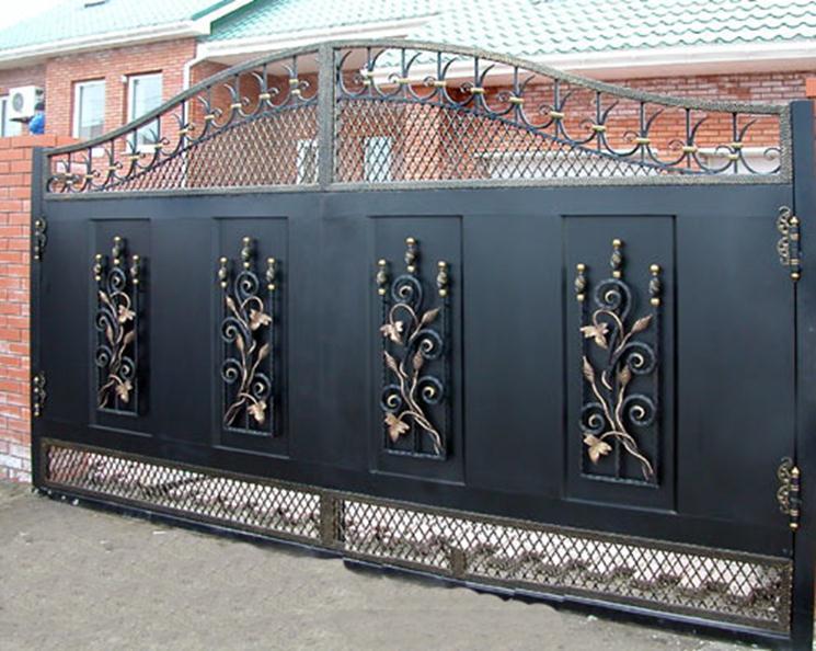 Массивные кованые ворота
