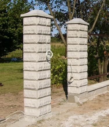 Опоры из бетона с колпаками