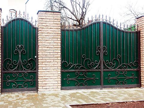 Сплошные кованые ворота