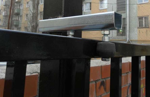 Откатные ворота на опорных подшипниках снизу и сверху