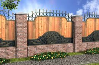 Кирпичные столбы и деревянный забор