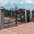 Кованые ворота и наборные столбы