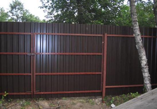 Ворота и калитка на даче из профнастила своими руками