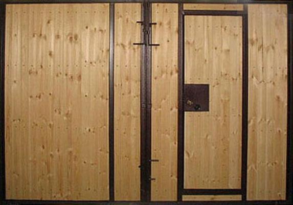 Обшитый древесиной портал