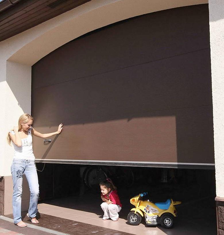 Безопасность гаражных секционных ворот