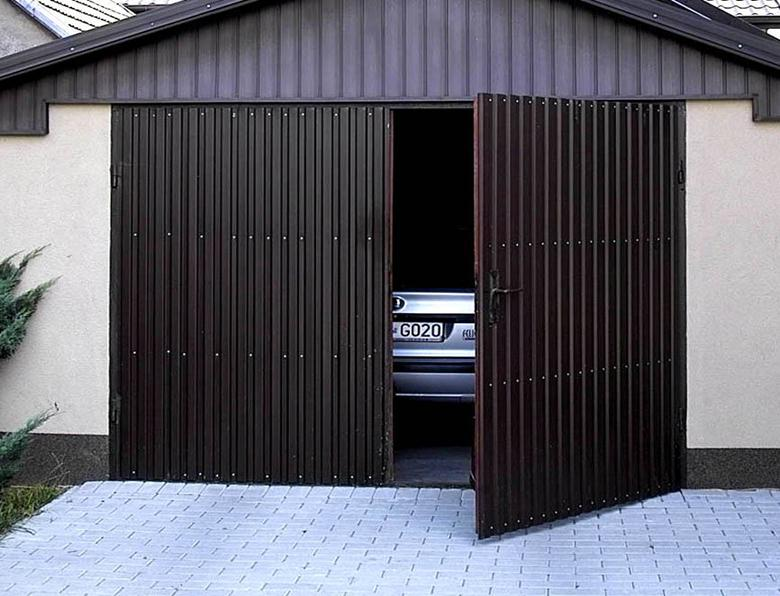 Ворота из профнастила в гараж
