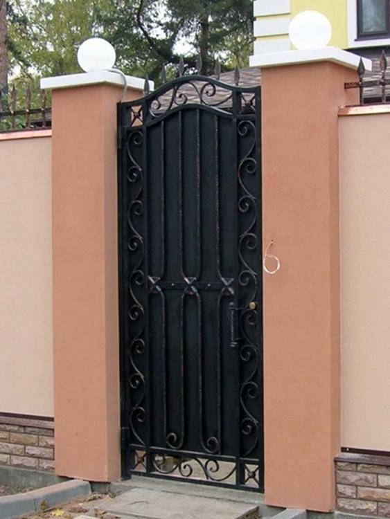 Металлическая дверца