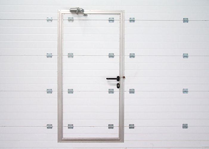 Ворота с дверцей