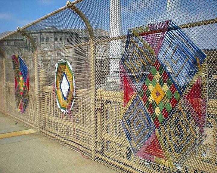 Необычный забор из сетки