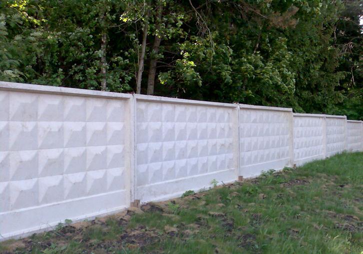 Сплошное бетонное ограждение