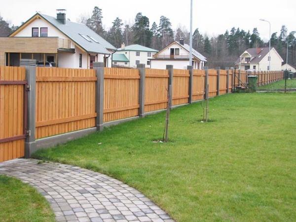 Ограда из древесины